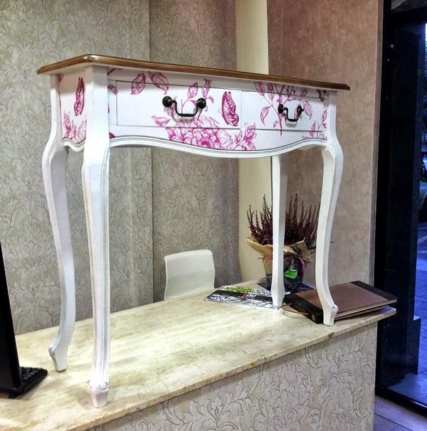 Decorar muebles con papel papel pintado para decorar un armario diferencias entre decorar con - Forrar armario con papel pintado ...
